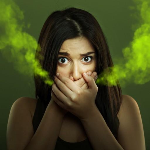 Co způsobuje halitozu nebo chronický zápach z úst?